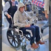 Eric Clapton Tekerlekli Sandalyede Görüldü