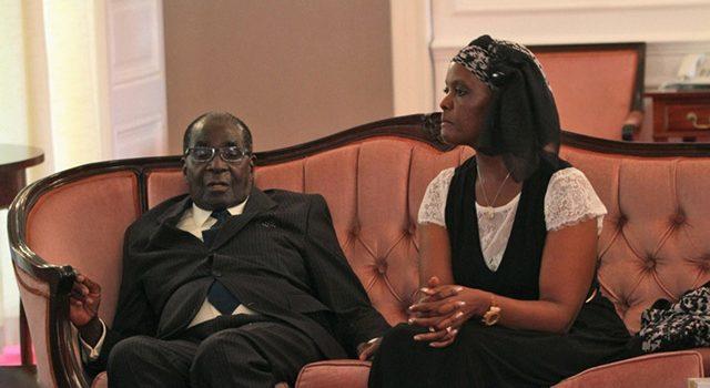 Mugabe'ye Doğum Günü Hediyesi Olarak Tekerlekli Sandalye Hediye Edildi