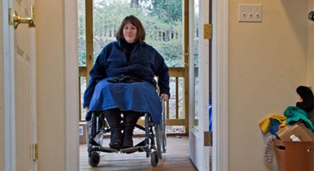 Bir Tekerlekli Sandalye Kullanıcısını Evinize Davet Ederken Dikkat Etmeniz Gereken Şeyler