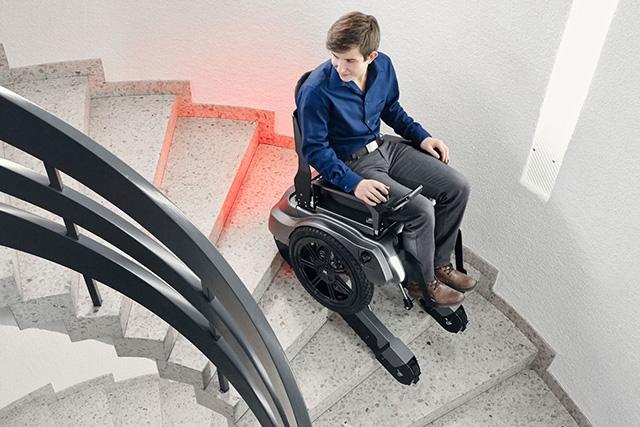 merdiven çıkan tekerlekli sandalye