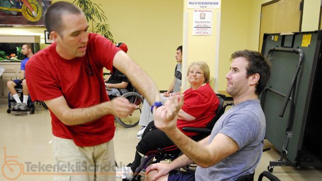 tekerlekli sandalyeli savunma