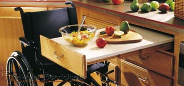 tekerlekli sandalyeli aşçı
