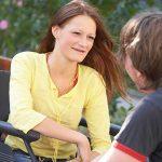 Tekerlekli sandalyeli sakat biriyle nasıl konuşulur